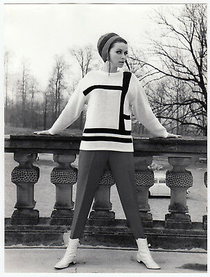 Mode WOMAN IN SKI OUTFIT FRAU IN SKIKLEIDUNG Fashion * Vintage 50s SEUFERT Photo