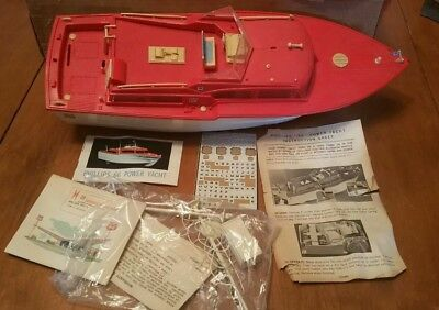 """Phillips """" 66 """" Power Yacht Battery Operated Boat, Original Box."""