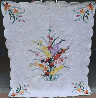 "Antique ""Iris Applique"" Quilt, Center Bouquet with Floral Corners #18175"