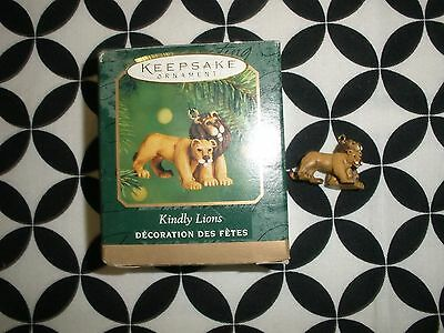 "Miniature Hallmark Christmas Ornament, ""kindly Lions"" ~2000~ T3555"