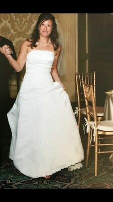 Wedding Dress size 6: strapless fitted A-line WOW!