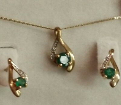 9Ct Gold Emerald & Diamond Earrings & Necklace Set Never Worn