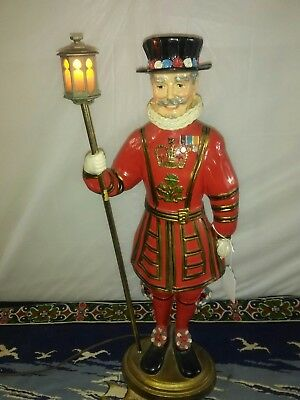 Vintage BEEF-EATERS GIN ADVERTISING STORE FIGURAL DISPLAY-YEOMAN WARDEN LAMP