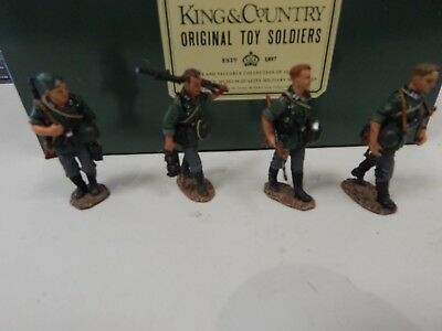 King and Country - WAFFEN MARCHING - set WSS40