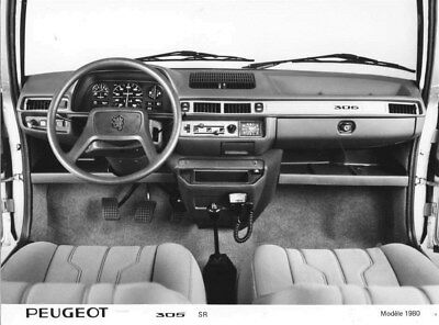 1980 Peugeot 305 SR Front Interior ORIGINAL Factory Photo oua1824