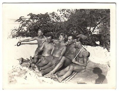 BRONZY TAUT NUDE BEACH GUYS / STRAMME NACKTE KERLE * Vintage 30s Photo Gay Int