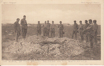 """WW1 The burial of 2 British soldiers on the Battle F. """"Daily Mail"""" War Pictures"""