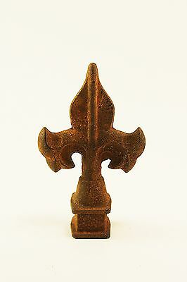 "Antique Cast Iron Fleur de lis Finial, Architectural, Garden Sculpture, 5""x3.5"""