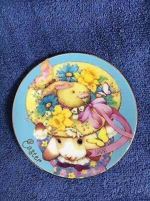 """""""My Easter Bonnet"""" - 1995 Avon Collector Easter Plate"""