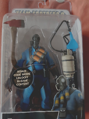 Ultra Rare Team Fortress 2 Blue Pyro Neca Figure Sealed With Wrong Backing