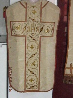 chasuble ancienne brodée au fil d'or