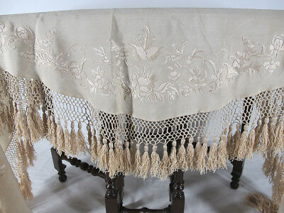 Antique Late 19thC Victorian Embroidered Cream Silk Ladies Shawl Scarf Cover yqz