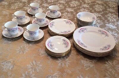 LIKE NEW! QUEEN ANNE Bone China Dinner Service For 6 - Made In England