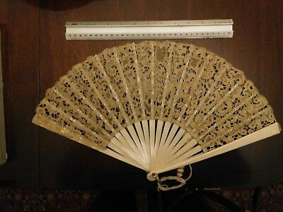 Lady's lace fan, late Victorian, excellent condition