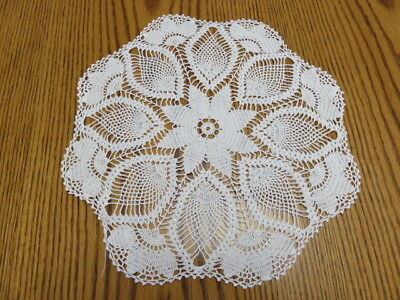 "Vintage Crochet Doily - Pineapple Design - Flowers - White - 12"" Diameter"