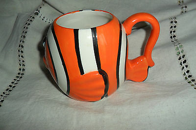 A NICE ORANGE AND WHITE SMILING FISH MUG, 9.5 cm high