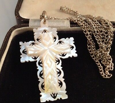 Vintage Jewellery lovely Intricate Carved Mother Of Pearl Cross Pendant & chain