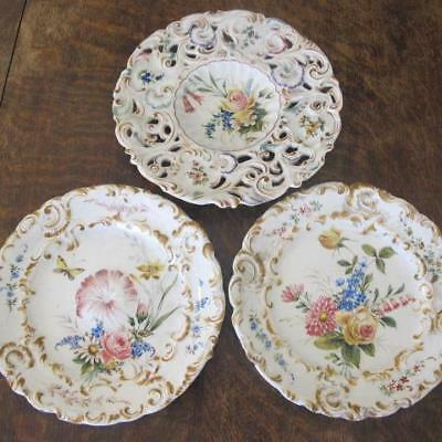 3x VINTAGE NOVE GBV FAIENCE ITALIAN MAJOLICA HANDPAINTED FLORAL MOULDED PLATES