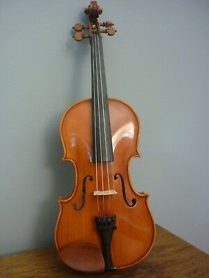Schroeder 3/4 Violin, excelent quality. Less than two years old.