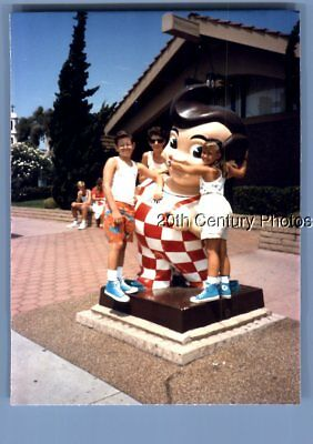 Found Color Photo K+3896 Kids Posed With Bobs Big Boy Statue