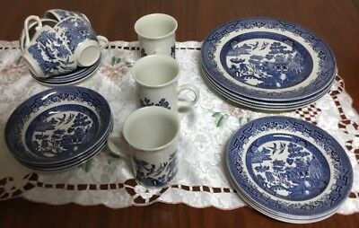 VINTAGE CHURCHILL BLUE WILLOW PATTERN 23 PIECE LIKE NEW Made In England