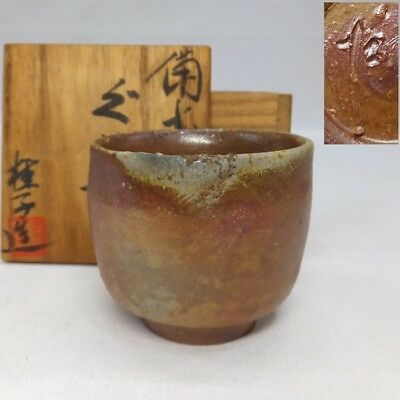 F885: Japanese BIZEN pottery SAKE cup by famous Keiko Toda w/signed box