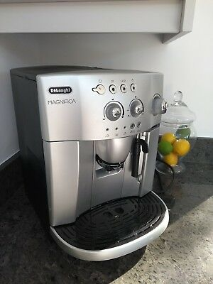 DeLonghi Magnifica ESAM4200 Bean to Cup Espresso/Cappuccino Coffee Machine