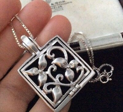 Vintage jewellery Charming Sterling Silver Opening Flower Picture Locket & Chain