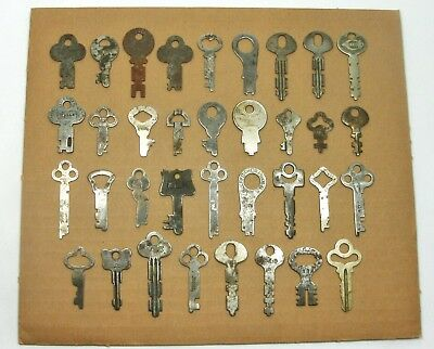 lot of 35 VINTAGE FLAT SKELETON KEYS LOCK DOOR PADLOCK KEY ANTIQUE