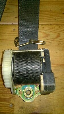 Ford Mondeo mk3 front n,s seat belt in good condition.