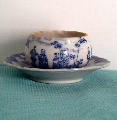 A Chinese blue and white porcelain tea bowl-stand