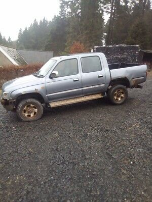 Toyota hilux 4x4pickup farm truck spares are repairs