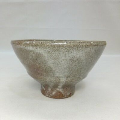 F981: Korean pottery tea bowl of traditional Joseon Dynasty style IDO-CHAWAN