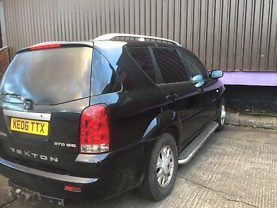 Ssangyong Rexton 4x4 7 seater pulls heavy caravan with tow bar spares or repair