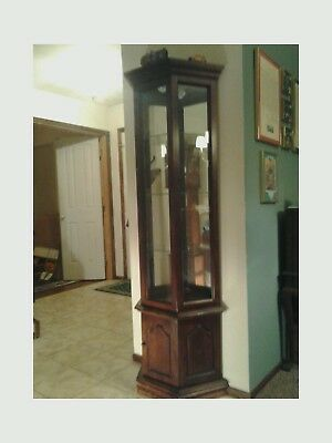 Solid Cherry & Glass Lighted Curio Cabinet - Early American/Colonial style: EX+!
