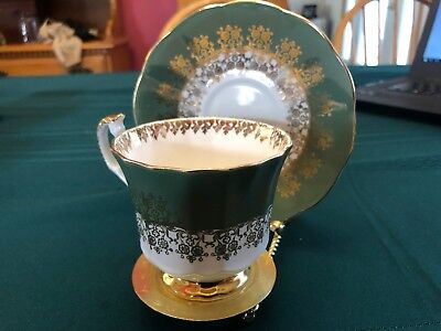 Vintage Elizabethan tea cup and saucer in excellent as is condition