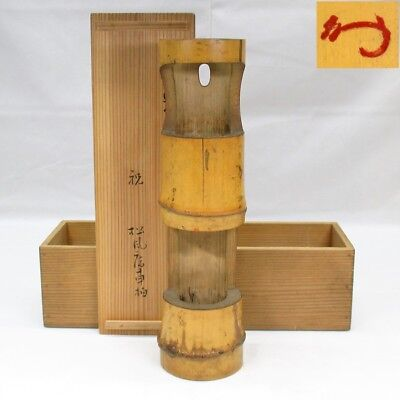 G023: Japanese old bamboo hanging flower vase w/good atmosphere and paraph KAO