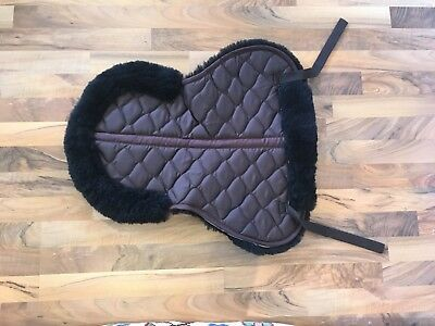 Australian Lambskin Saddle pad – front and back rolled wool edge