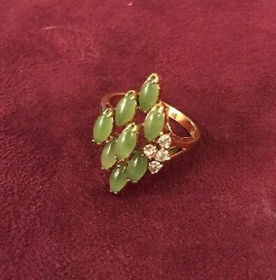 D2 Vintage 18ct Gold Green Stone Ring Size L