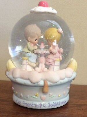 """2001 PRECIOUS MOMENTS Musical SNOW GLOBE """"OUR FRIENDSHIP IS SODALICIOUS!  NEW"""