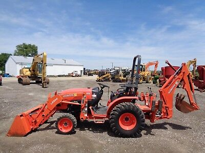 2014 KUBOTA B2650 Tractor w/ Loader and Backhoe, 4WD, Hydro, 683 hours