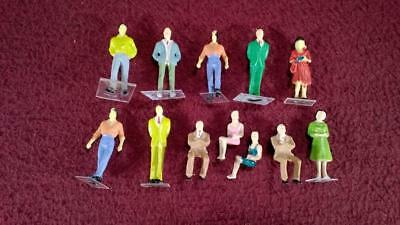 #7 O Scale Lot Of 12 Painted People Figures - Male - Female - Standing - Sitting
