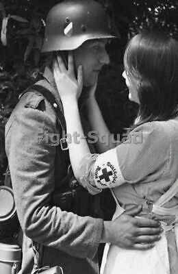 WW2 Picture Photo Geamn Soldier and Nurse in Love  2512