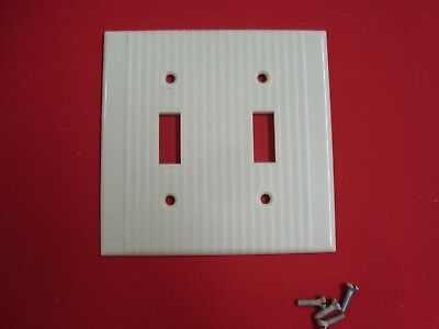 VTG LEVITON RIBBED BAKELITE DOUBLE TOGGLE SWITCH PLATE COVER IVORY w/ Screws