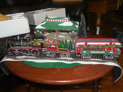 Dept 56 Snow Village Home For The Holidays Express Train Christmas Layout