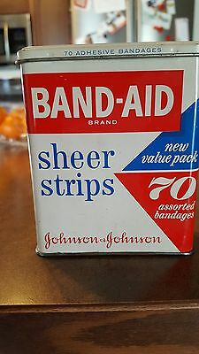 Vintage JOHNSON & JOHNSON Band Aid Hinged Tin Can 70 Value Pack Sheer Strips