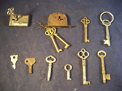 lot of 11 VINTAGE SKELETON KEYS LOCK DOOR ANTIQUE Plus 2 Locks