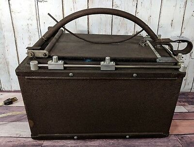 Vintage Light Box Portable Dark Room w Bulbs Film Camera Development Photo