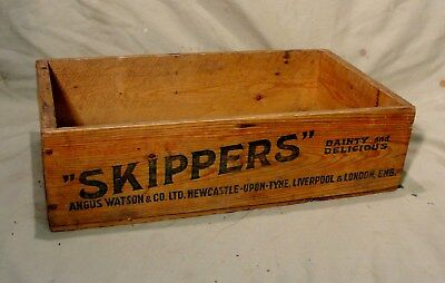 """1940s """"SKIPPERS"""" SARDINES WOODEN BOX in jolly splendid condition"""