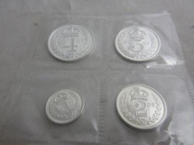 Maundy Coin Set of 4 coins sterling silver  in Original Case, dated 2002  j722